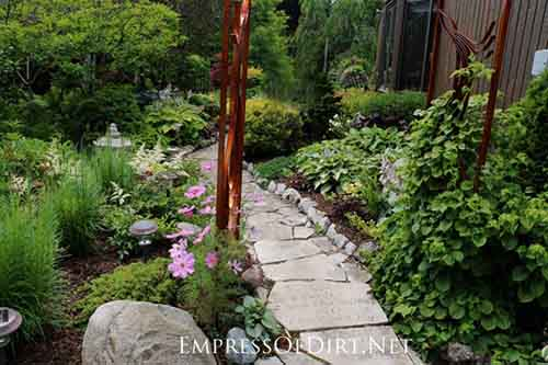 12 Stepping Stone & Garden Path Ideas - Lil Moo Creations